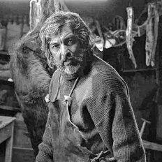Ricardo Darín se mete en la piel de un huraño, que vive desde hace 30 años alejado de la civilización.