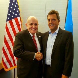 El amigo americano. Massa estuvo junto a Giuliani en Washington.