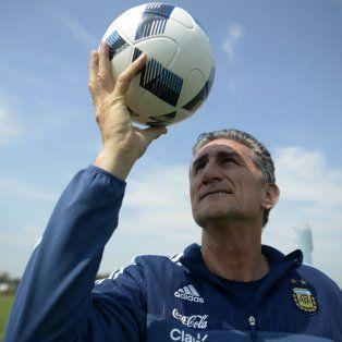El DT de la selección argentina tiene previsto armar a futuro una selección con jugadores del ámbito local.