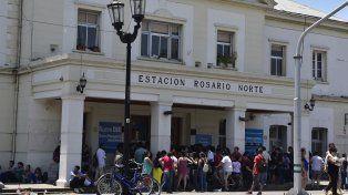 Los pasajeros quedaron varados en Rosario Norte y nadie les dio una respuesta. (Foto de archivo)
