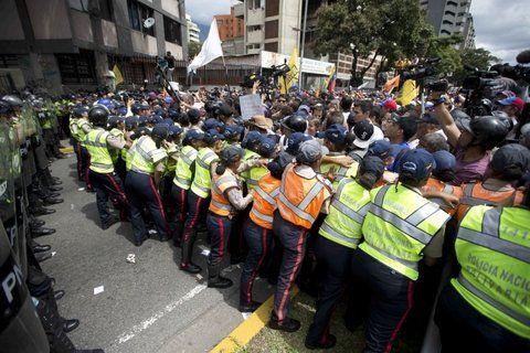 bloqueo. Un doble cinturón policial no permitía entrar al centro de Caracas.