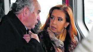 En privado. El ex jefe de la AFI, Parrilli, y la ex mandataria hablan de supuestos carpetazos en el gobierno K.