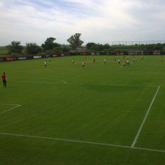 newells gano 2 a 0 con goles de scocco y amoroso en el primer partido de pretemporada