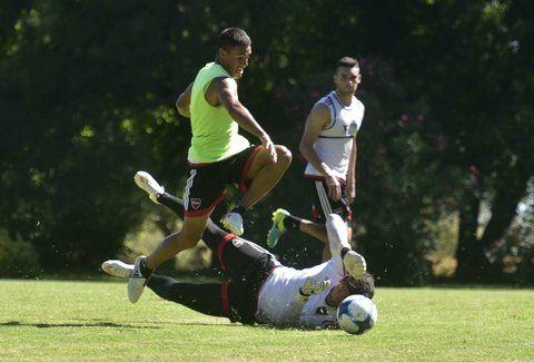 Bien el pibe. Matías Tissera se viene mostrando y ayer fue clave en el último gol para los suplentes.