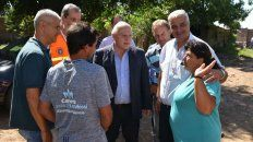 El gobernador Miguel Lifschitz recorrió los barrios afectados por las inundaciones en Arroyo seco junto al intendente Nizar Esper.ñ