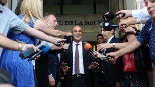 El jefe de la Agencia Federal de Inteligencia (AFI), Gustavo Arribas, habló con los periodistas al salir de Comdoro Py.