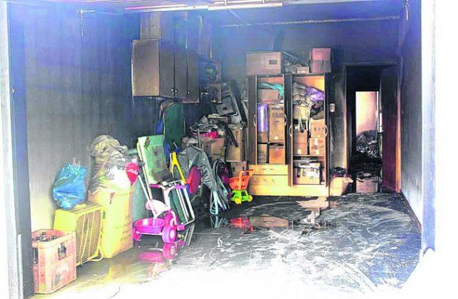 casa quemada. El fuego y el humo dejaron sus marcas en la vivienda.