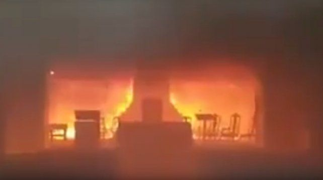 Un voraz incendio se desató esta tarde en el altar de la Catedral de San Nicolás