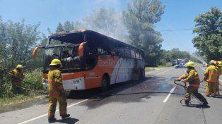 Un coche de la empresa Monticas se incendió completamente cerca de la ciudad de Casilda