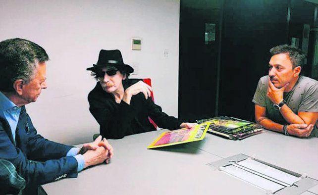 amigos. Palito Ortega acompañó a Charly en la firma con la discográfica.