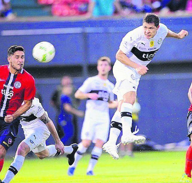 Es gol. Leguizamón viene de un buen año en Olimpia de Paraguay.