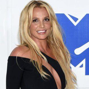 La blonda tuvo un pequeño accidente hot con su vestuario durante un concierto en Las Vegas.