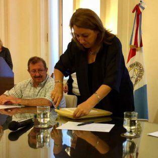 Fein durante la apertura de propuestas para la remodelación de calle Maipú