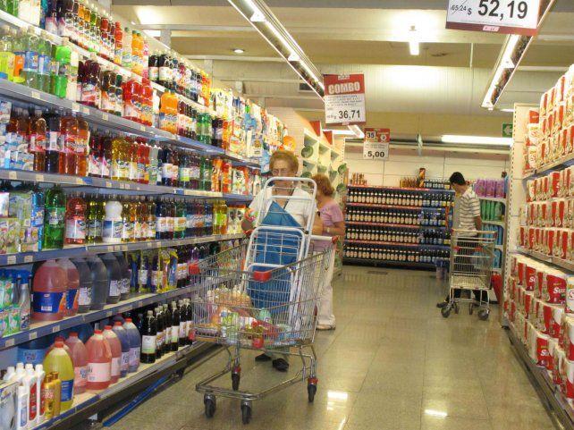Góndolas. El verano está agitado en materia de precios al consumidor..
