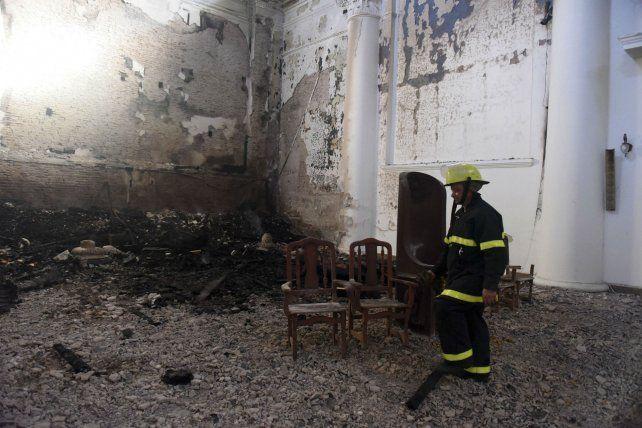 Bomberos de San Nicolás y La Plata recorrieron las áreas siniestradas para desentrañar las causas.