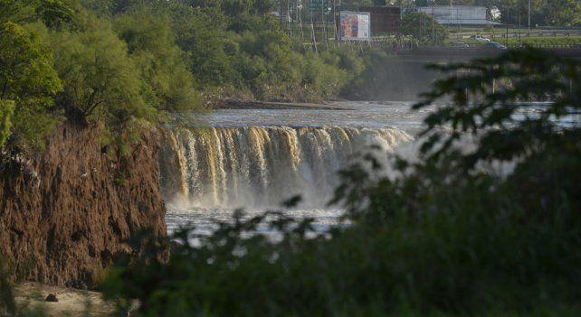Muy cerca. La cascada sufrió un retroceso que la puso muy cerca del puente de Ayacucho.