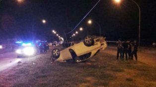 Robó una camioneta, se tiroteó con la policía y volcó tras una espectacular persecución