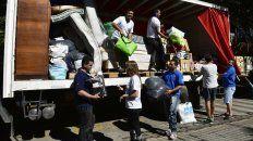 Integrantes de la ONG Haciendo Lío en los preparativos para llevar ayuda a Arroyo Seco y La Emilia