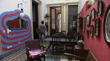 Raleado. El hostel Punto y Aparte, de Corrientes al 400, el miércoles pasado. Los huéspedes eran escasos.