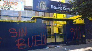 La sede de calle Catamarca al 3500 amaneció con pintadas en el frente.