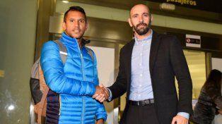 El mediocampista Montoya llegó a Sevilla para hacerse la revisión médica y cerrar su pase