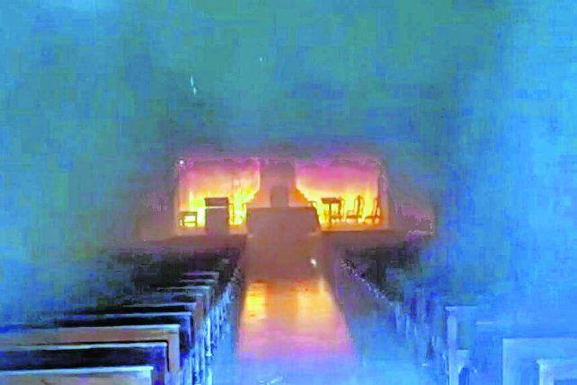 dolor. La comunidad de San Nicolás lamentó la pérdida de piezas históricas por efecto del fuego.