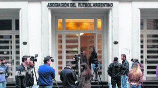 En pugna.Hoy habrá cónclaves varios en torno al poder y el dinero en el fútbol argentino.