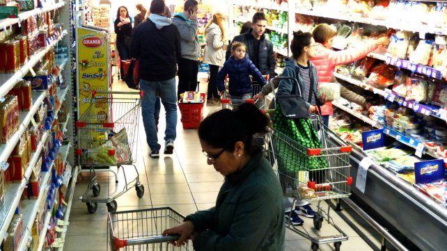 Sólo tres supermercados fueron autorizados a abrir los domingos.
