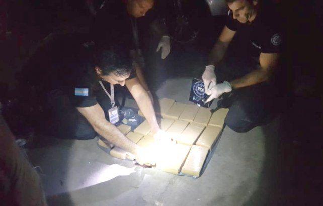 Procedimientos. La PSA hizo 23 allanamientos en Rosario y el restante en Roldán. Se incautaron armas y droga.