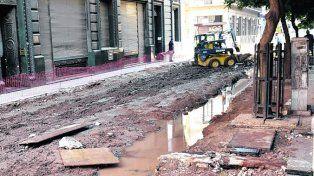 Percance. El agua se extendió en la zona de obra de calle Sarmiento.