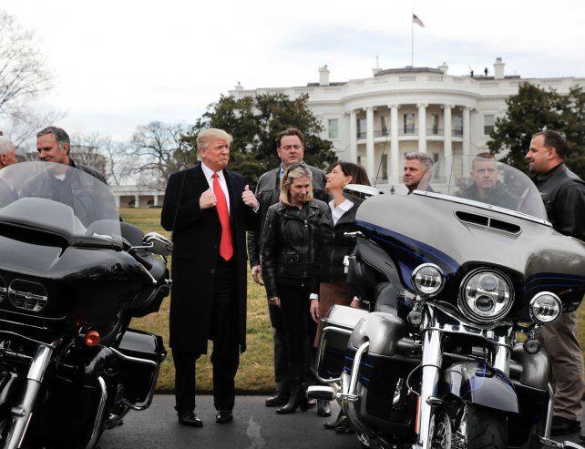 Harley Davidson. Los directivos de la famosa marca de motos visitaron ayer a Trump en la Casa Blanca.