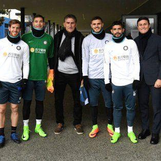 Bauza de visita en Italia, Zanetti, el anfitrión del Inter y la foto con los argentinos del plantel..Primer face to face con Icardi