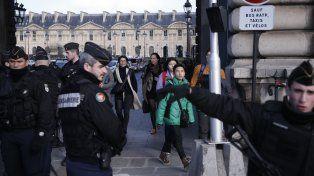El atentado terrorista al Museo del Louvre en París inquieta al gobierno francés