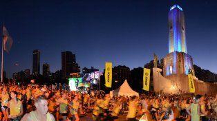Correr es ritual. La ya tradicional competencia noctura comenzará y terminará en el Monumento.