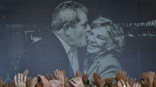 Una de las postales del velorio de la esposa de Lula