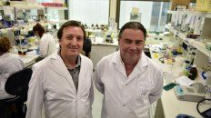 Orgullosos. El vicedirector del Instituto de Biología Molecular y Celular de Rosario (IBR), Fernando Soncini, y el director, Alejandro Vila.