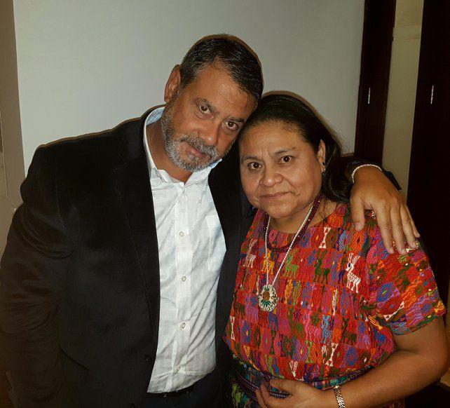 Unidos. Guillermo Whpei y la Nobel de la Paz Rigoberta Menchú.