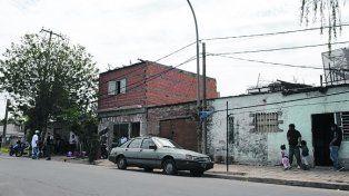 Moreno al 6400. Ramón Casco fue baleado en la puerta de su casa.