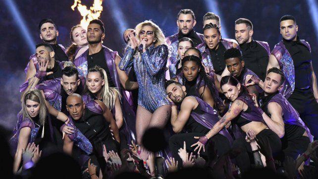 Lady Gaga hizo delirar a los fanáticos del Super Bowl con un repertorio cargado de hits