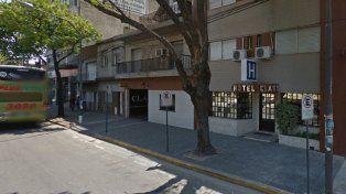 Un hombre enojado efectuó 14 disparos en la cochera de un hotel rosarino