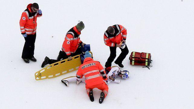 Grave caída del campeón del mundo de saltos en esqui