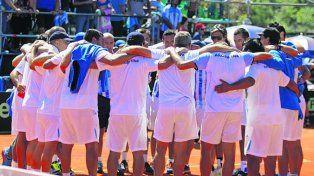 En las buenas y en las malas. A pesar de la derrota el grupo mostró mucha unidad.