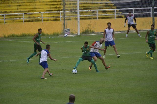 Los titulares de Central empatan sin goles con Atlético Paraná en el Gigante de Arroyito