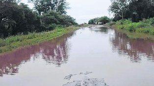 Intransitable. El camino que une Puerto Aragón con Barrancas sufre serios inconvenientes.