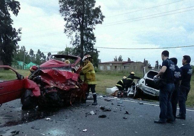 En un Volkswagen Gol rojo robado iban los maleantes; en un Toyota Ethios blanco