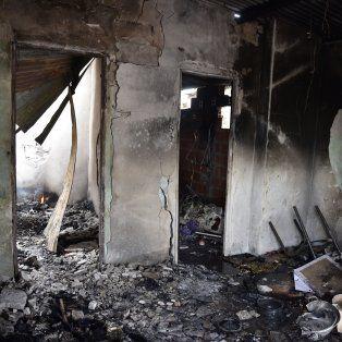 La casa de uno de los sospechosos fue incendiada por allegados a las víctimas del fatal ataque a tiros.