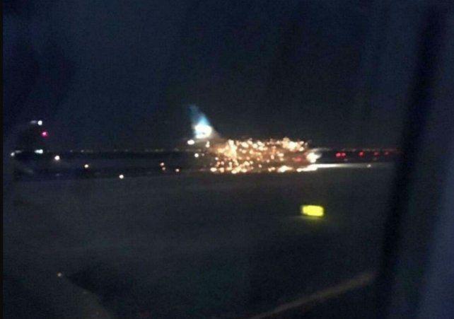 Susto. La aeronave retornó a su plataforma luego del incidente.
