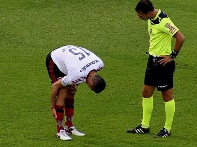 Formiliano se retiró minutos antes del cierre del primer tiempo por una molestia.