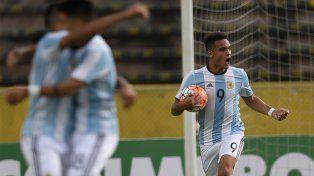 Lautaro Martínez convirtió un doblete para el triunfo argentino ante Venezuela.