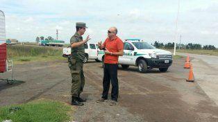 Personal custodia los cruces de ruta donde se hacen los desvíos.